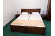 1 camera tripla (2 paturi + canapea extensibila) cu baie proprie
