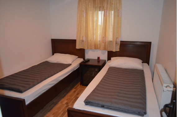 Double room (No. 2) with private bathroom