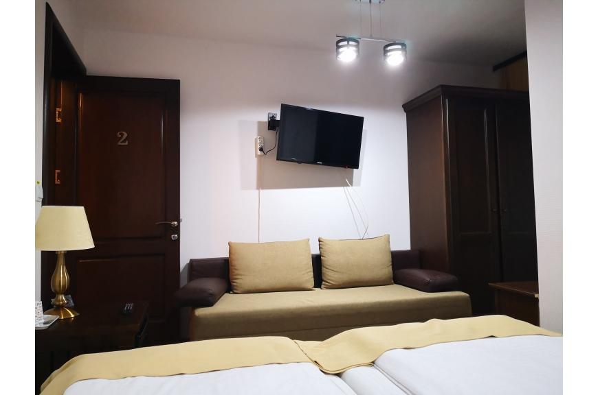 CAMERA NR.2 - camera dubla + canapea cu baie proprie