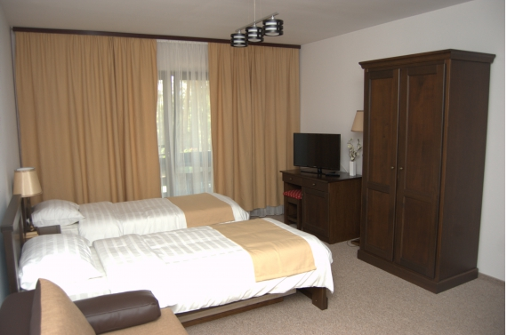 Triple room (No. 4) with private bathroom