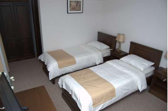 Triple room (No. 5) with private bathroom